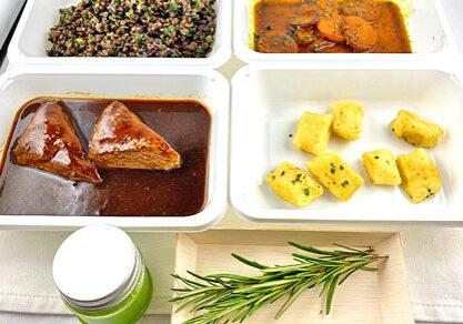 Lammrücken auf Beluga Linsen mit Jus, Rosmarin Öl, sauer gegrilltem Kürbis und Parmesan Gnocchis