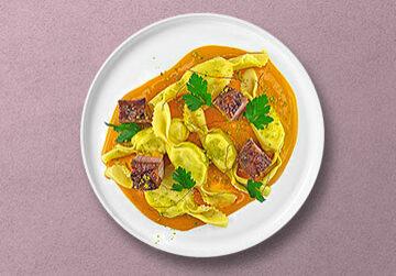 Caramelle mit Limetten-Pistazien Füllung auf Kürbis-Safran Sauce mit Gewürz-Entenbrust