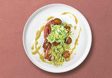 Falafel auf Rote Beete - Kichererbsencreme mit Tahini Sauce, Kräuter Cous-Cous und Fenchelsalat
