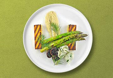 Gegrillte Polenta mit Shiitake Pilzen, Spargel und Rübchensalat auf Artischockencreme