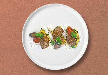 Lamm Köfte mit Petersilien-Cous Cous, geschmorte Karotten und Joghurt dip