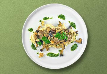 Rinderfiletgeschnetzeltes mit gebratenen Waldpilzen, Pastinakenpüree und Petersilien-Pesto