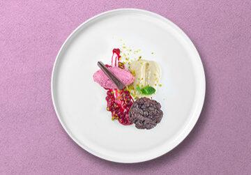 Valrhona Grand Cru Schokoladen Küchlein mit Vanillecreme und Johannisbeermousse & Kompott