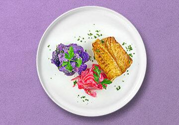 Rotbarsch in Zitronenbutter auf warmen Lila Kartoffelsalat und Ringelbeete Salat